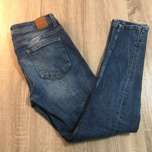 Zara basic denim dept crop ankle slit jeans. Sz 6